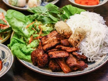 Asian Restaurant in Fast-Growing Melbourne Suburb - $200,000 (15398)
